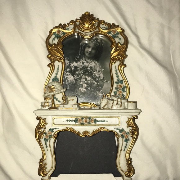 Other - Gorgeous VINTAGE picture frame